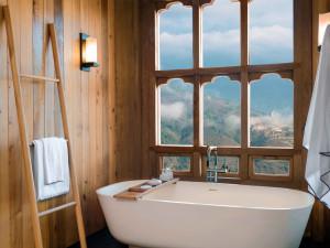 4620089-lodge-suite-bathtub-at-thimphu-8093-original-