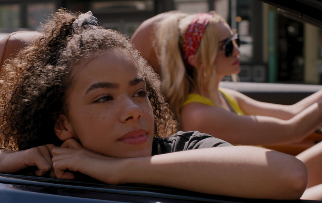 """""""Ginny and Georgia"""" the Netflix Series about a biracial Black teenager and her young hot mother"""